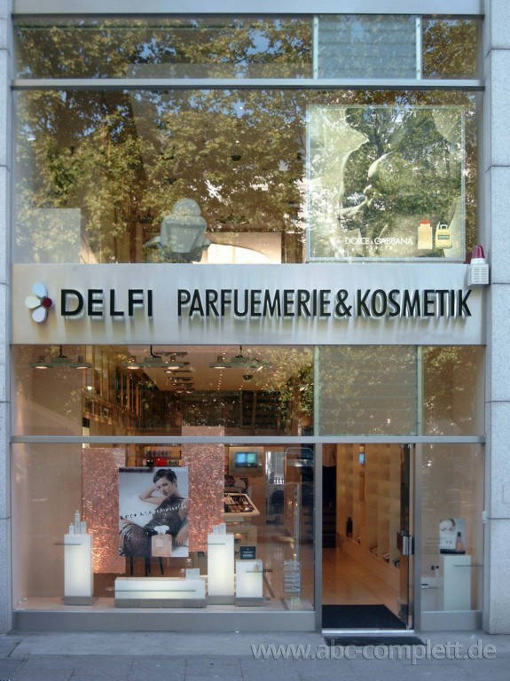 Ansicht des Geschäfts: Delfi Parfümerie, 2002 Design by schmidt N interior, Berlin / Charlottenburg, Foto 1