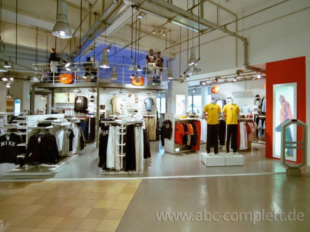 Ansicht des Geschäfts: Nike Footballshop im Karstadt Sport, Design by Nike, Berlin / Charlottenburg, Foto 4