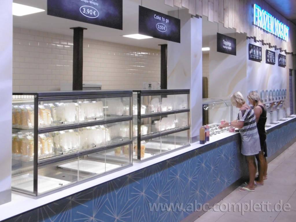 Ansicht des Geschäfts: Borneo Eiscafe im Tropical Islands, Frozen Yogurt in Selbstbedienung, Krausnick (Brandenburg), Foto 1