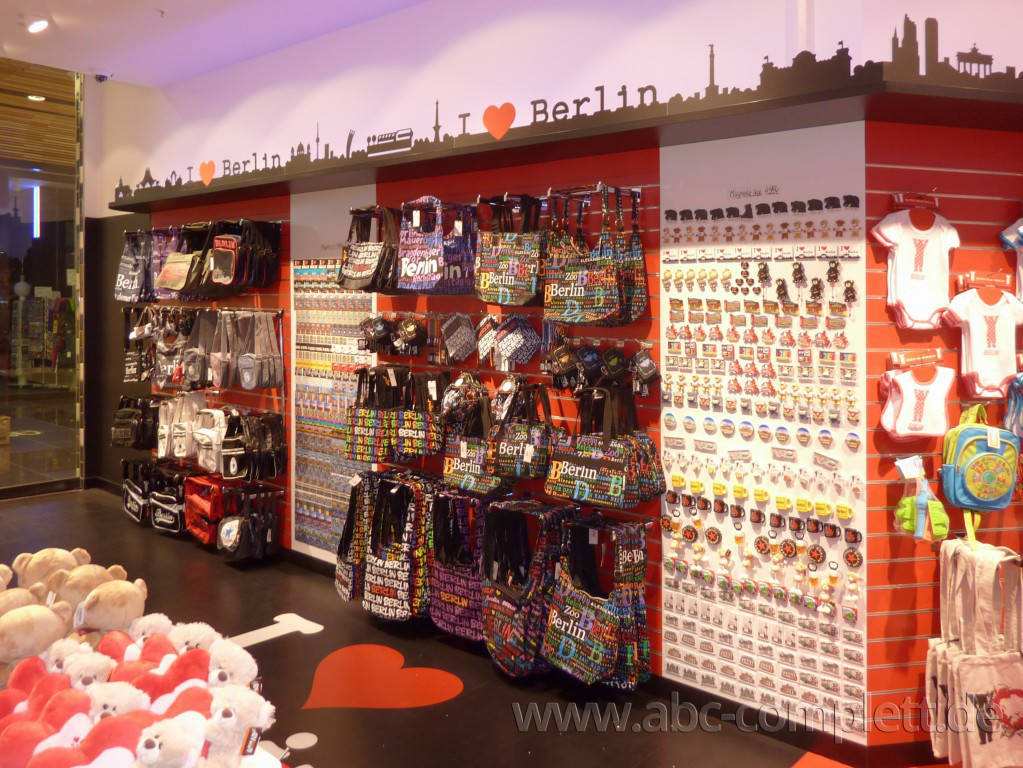 Ansicht des Geschäfts: Berlin Souvenirs, Mall Of Berlin / Leipziger Platz 12, Berlin / Mitte, Foto 7