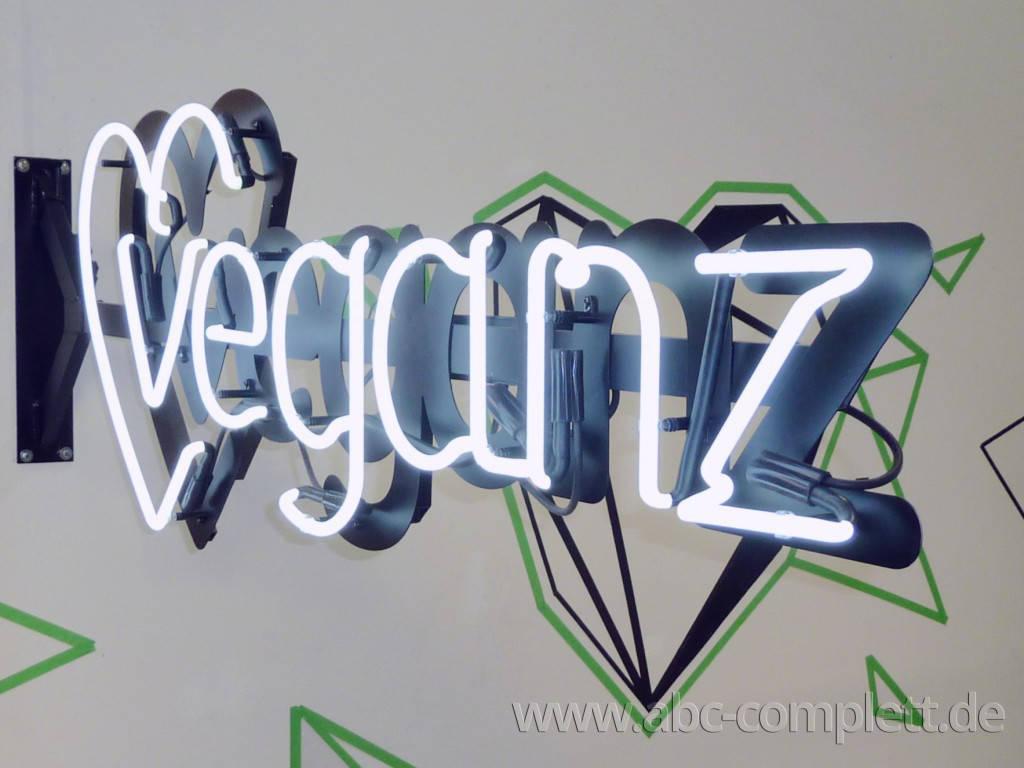 Ansicht des Geschäfts: Veganz wir lieben leben, veganer Supermarkt, Berlin / Marheineke Markthalle, Foto 1