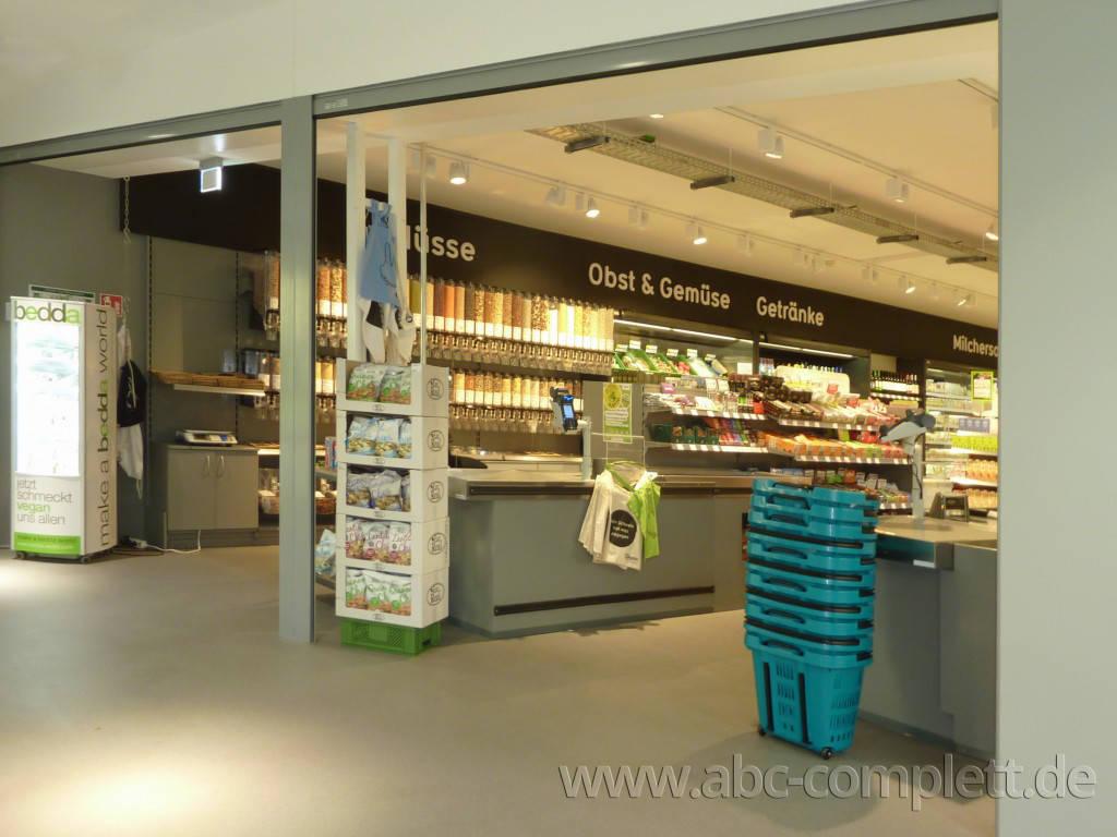 Ansicht des Geschäfts: Veganz wir lieben leben, veganer Supermarkt, Berlin / Marheineke Markthalle, Foto 2