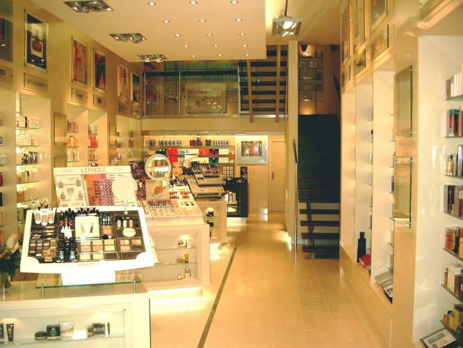 Ansicht des Geschäfts: Delfi Parfümerie, 2002 Design by schmidt N interior, Berlin / Charlottenburg