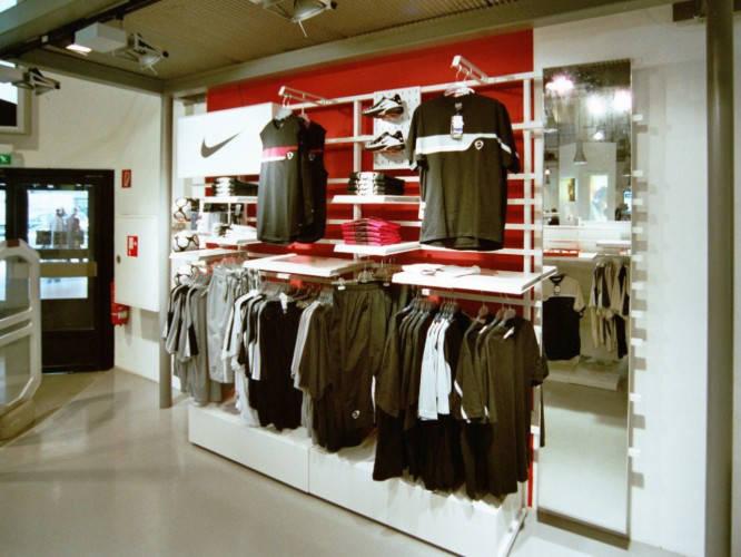 Ansicht des Geschäfts: Nike Footballshop im Karstadt Sport, Design by Nike, Berlin / Charlottenburg