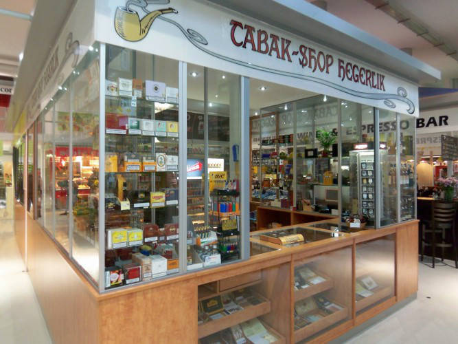 Ansicht des Geschäfts: Tabak-Shop Hegerlik, Markthalle am Marheinekeplatz, Berlin / Kreuzberg
