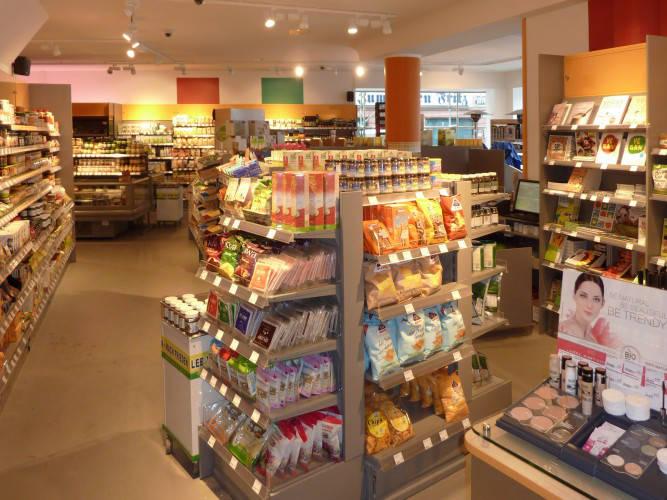 Ansicht des Geschäfts: Veganz wir lieben leben, veganer Supermarkt, Frankfurt am Main