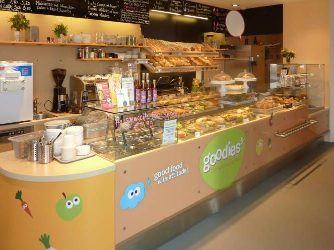 Ansicht des Geschäfts: Veganz wir lieben leben, veganer Supermarkt, Berlin / Friedrichshain