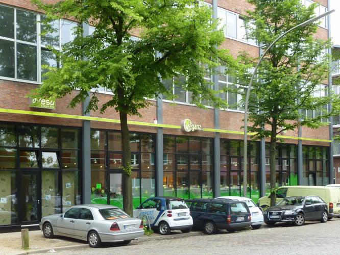 Ansicht des Geschäfts: Veganz wir lieben leben, veganer Supermarkt, Hamburg / Altona