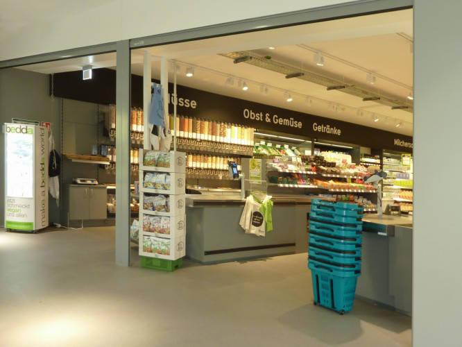 Ansicht des Geschäfts: Veganz wir lieben leben, veganer Supermarkt, Berlin / Marheineke Markthalle